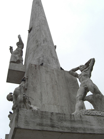 Columna esculturas homenaje II Guerra Mundial Damm Plein Amsterdam