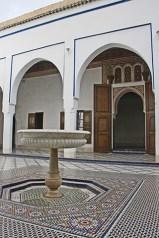 Patio interior fuente palacio Marrakech