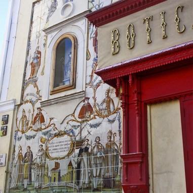 retablo rojo y azulejos Casa Artigues XVIII esquina Xàtiva