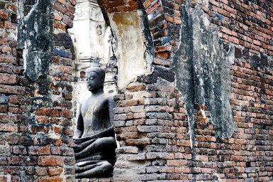 Buda escondido templo monos Lopburi