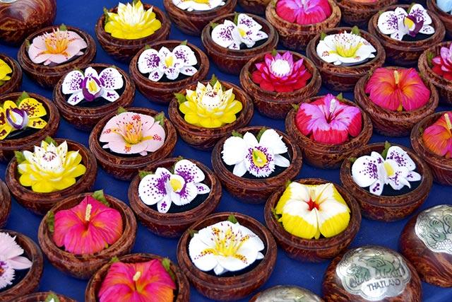 Flores de loto colores venta mercado callejeros Tailandia