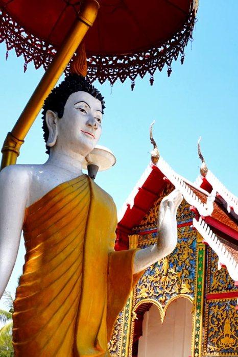 Buda blanco bendición What Phra Kaeo Don Tao Lampang