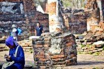 Trabajador tailandés bloc notas ruinas Ayutthaya