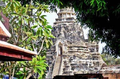Escaleras blancas chedi ruinas Ayutthaya