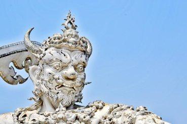 Guerrero espada tailandés Templo Blanco Chiang Rai