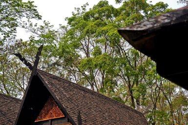 Tejados y decoración madera de teca Casa Negra Chiang Rai