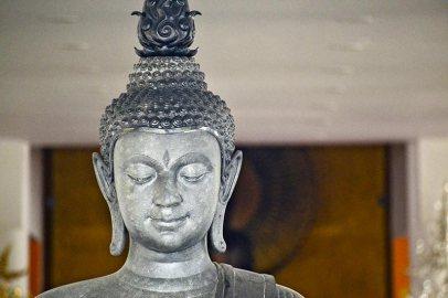 Cabeza buda gris plateada Templo Blanco Chiang Rai