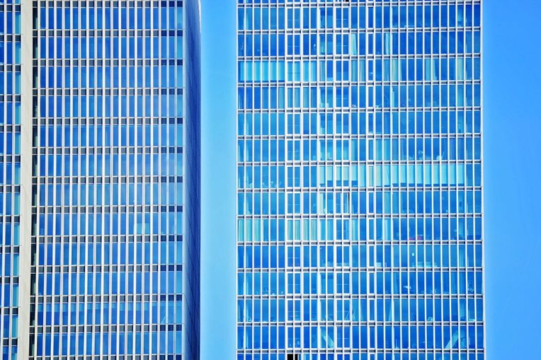 Rascacielos cristalera puerto Rotterdam