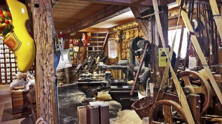 Interior fábrica zuecos artesanal Zaanse Schans