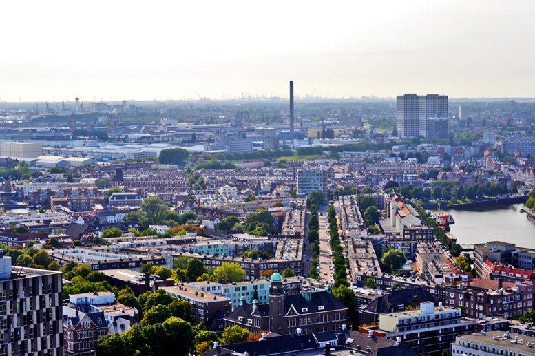 Panorámica ciudad industrial humo Rotterdam