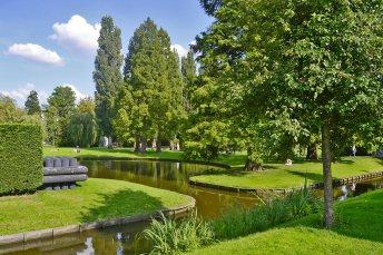 Césped y río Museumpark Rotterdam