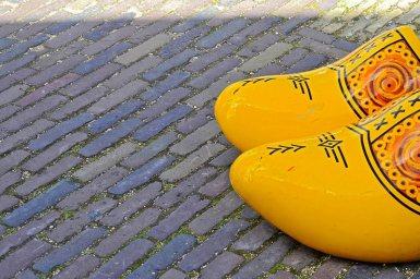 Zuecos amarillos suelo Zaanse Schaans