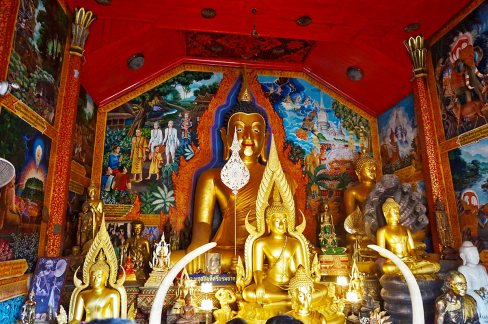 Wihan buda central oro mini templo budas ofrendas Doi Suthep
