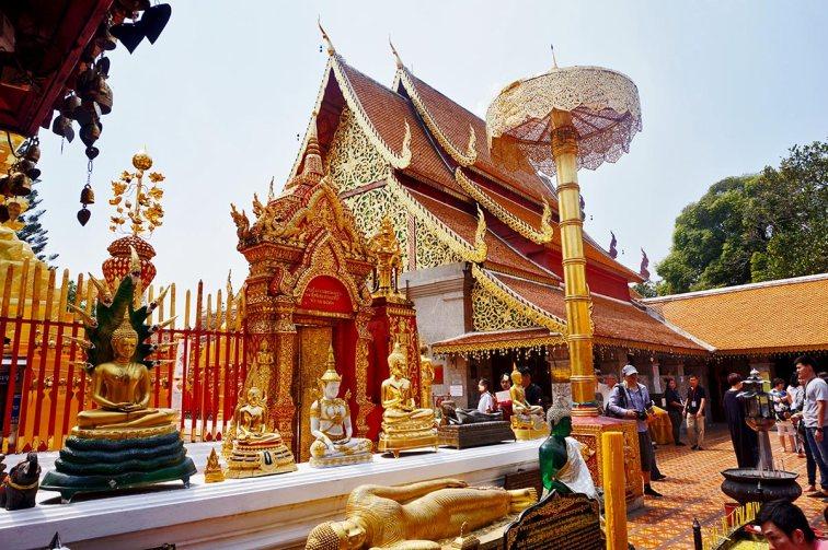 Budas templos decoración oro parte central Doi Suthep