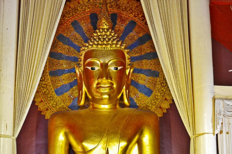 Buda oro de Wat Phra Sing Chiang Mai Tailandia