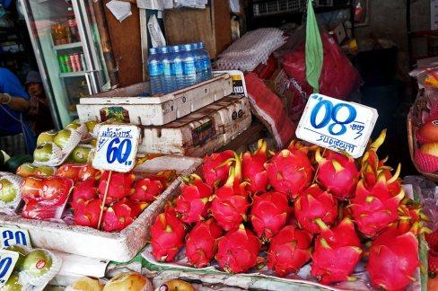 Fruta del dragón precios mercado Chiang Mai