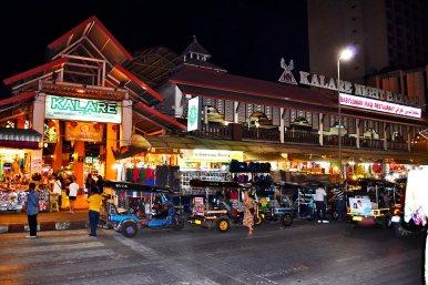 Parada tuk tuks Night Market Chiang Mai noche