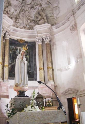 Nuestra Señora Virgen de Fátima altar Santuario Fátima Portugal