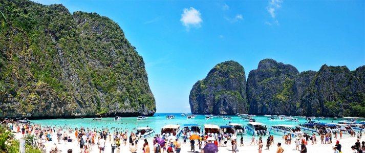 Turistas barcos tours Maya Bay Kho Phi Phi Islas Tailandia