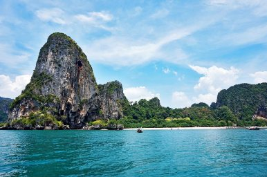 Islote roca caliza long tails boat 4 Islands Krabi Tailandia