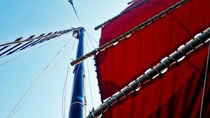 Picado mástil vela roja barco crucero Krabi Sunset Cruises tour 4 islands Tailandia