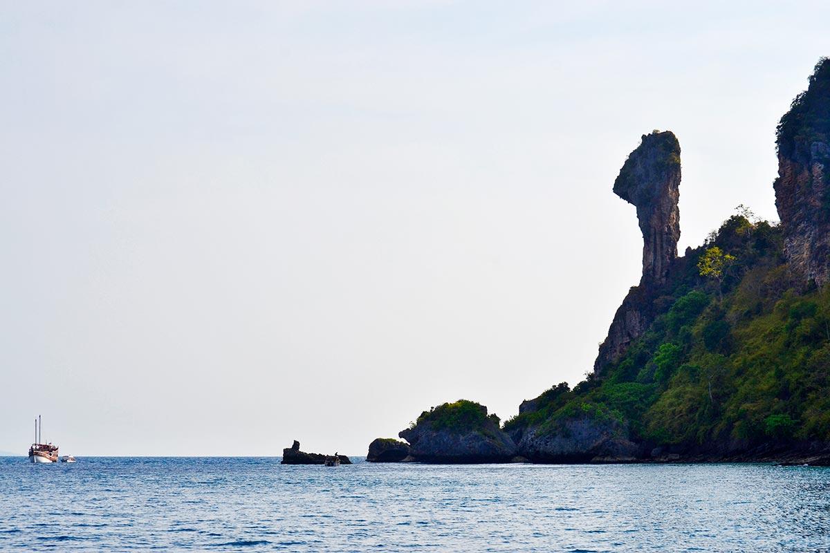 Cabeza roca Chicken Island barco aguas golfo Tailandia
