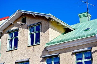 Tejados verdes ventanas viviendas típicas tradicionales centro histórico Vaxholm