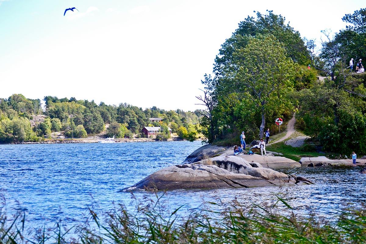 Picnic paisaje rocas bosques Vaxholm