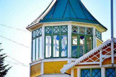 Torre madera cristales típica vivienda centro Vaxholm Suecia