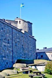 Muros piedra torre fortaleza defensa cañones Vaxholm