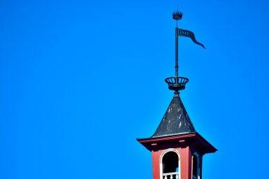 Estandarte corona metal torre campanario Vaxholm