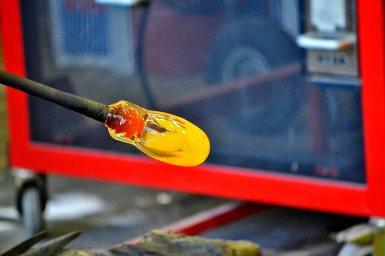 Vidrio soplado fuego creación taller Fjaderholmarna Suecia