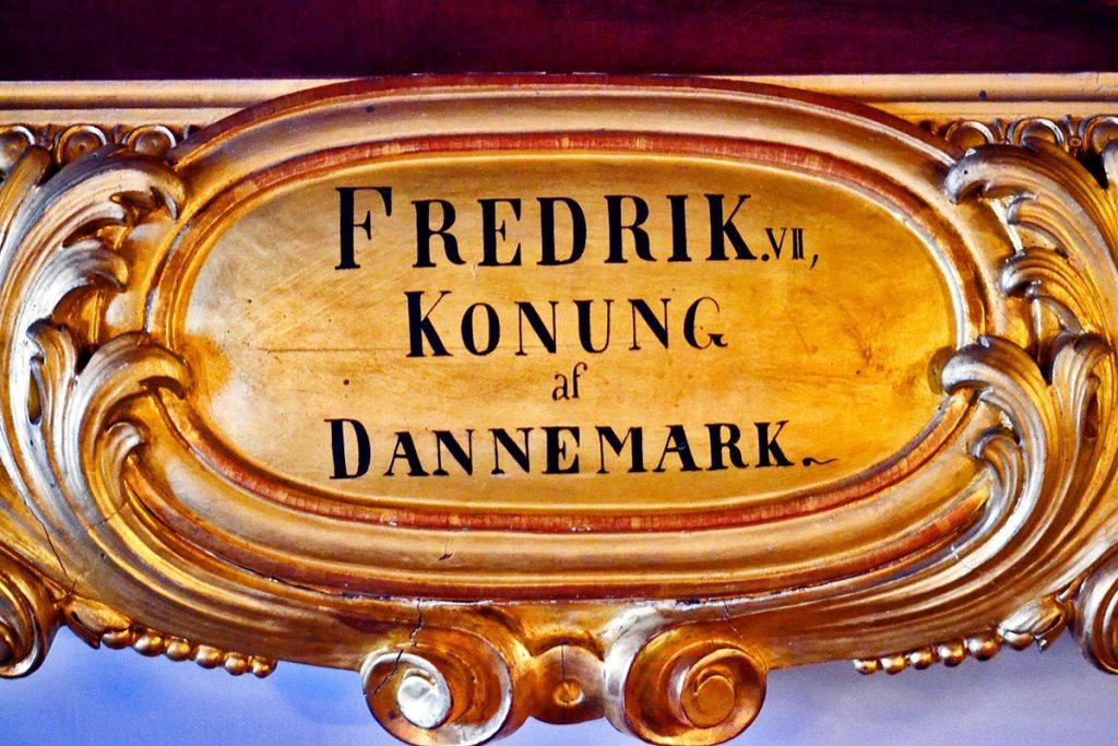 Nombre ilustre danés marco dorado cuadro interior salón palacio Drottningholm
