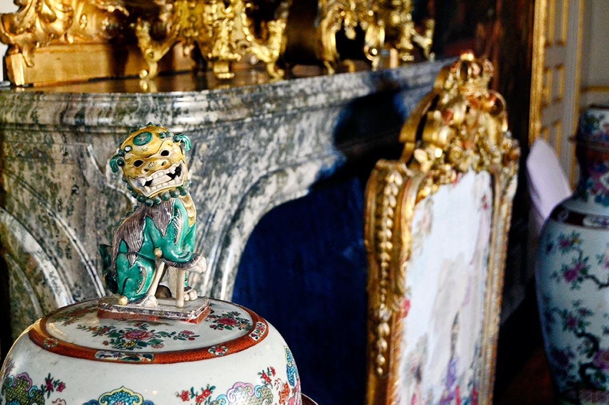 Detalle dragón porcelana china salones interiores Pabellón chino Palacio real Drottningholm Suecia