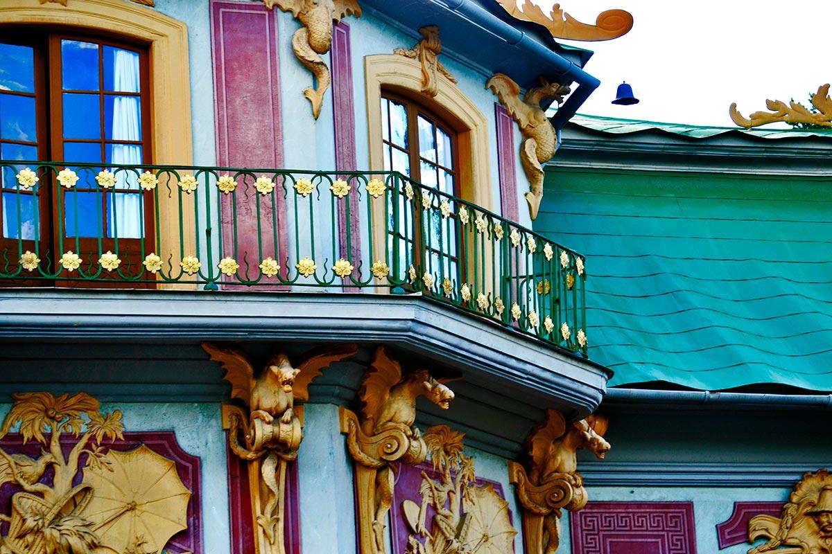 Gárgolas dragones seres criaturas fantásticas decoración modernista fachada Palacio chino Drottningholm Suecia