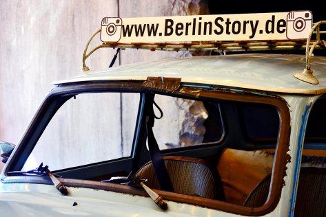 Vehículo Trabant tienda souvenirs centro histórico Berlín Alemania