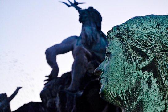 Detalle rostro escultura diosa fuente Neptuno centro histórico Berlín