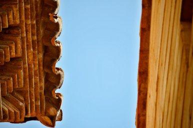 Detalles acabado tejados ladrillo rojo mudéjar cielo Teruel