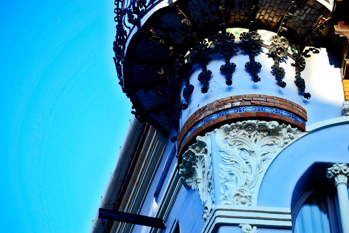 Balcón decoración floral fachada plaza torico Art Nouveau Modernismo Teruel