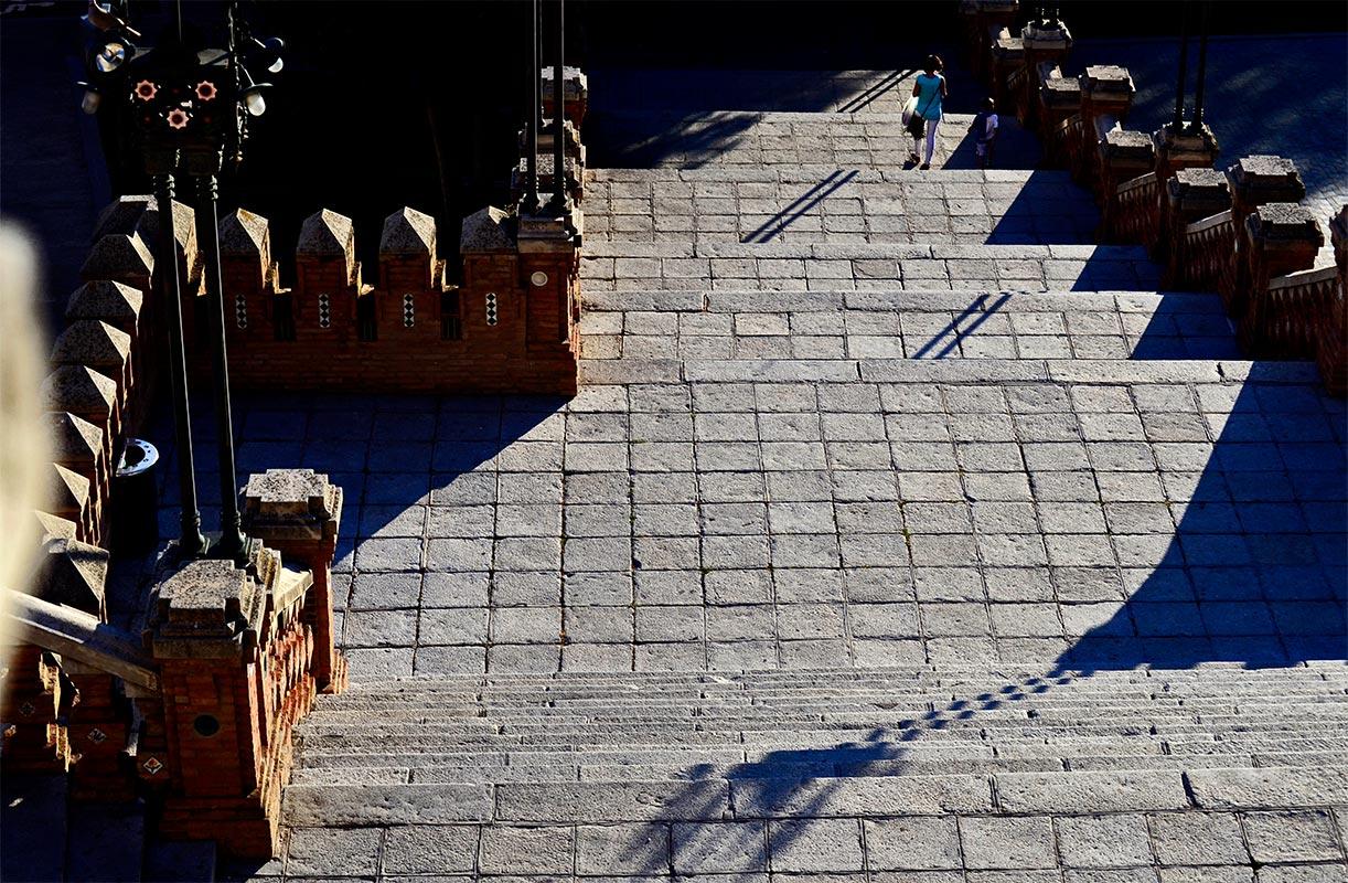 Baldosas líneas picado escalinata modernista Teruel