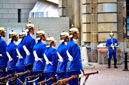 Cambio de Guardia Palacio Real uniformes rifles Estocolmo