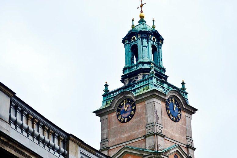 Detalle torre reloj catedral Storkyrkan Gamla Stan Estocolmo