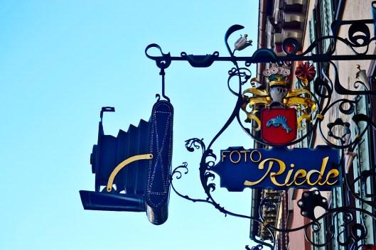 Detalle emblema publicitario comercio fotografía fachadas Rottweil
