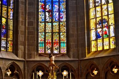 Crucifijo Veit Stoss vidrieras interior iglesia Kapellenturm Rottweil