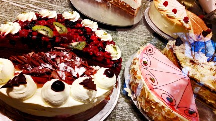 Tartas Selva negra pastelería escaparate Offenburg Baden Wurtemberg Alemania