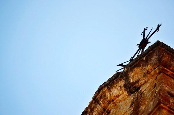 Cielo cruz metal alto torre piedra fortaleza Ciudad Rodrigo