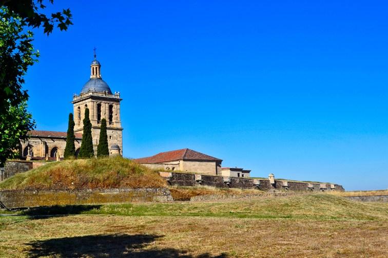 Panorámica murallas torre catedral afueras campo Ciudad Rodrigo Salamanca