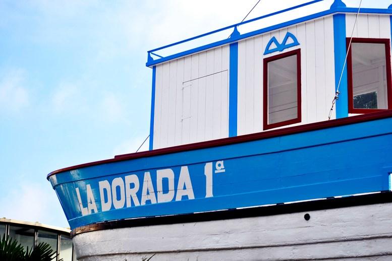Barco azul blanco Chanquete serie Verano Azul Nerja Málaga Andalucía