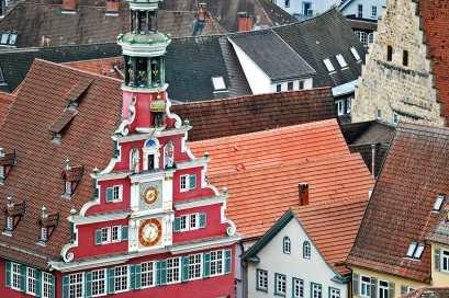 Vistas Fachada reloj Rathaus Esslingen Am Neckar alto ciudad fortificada