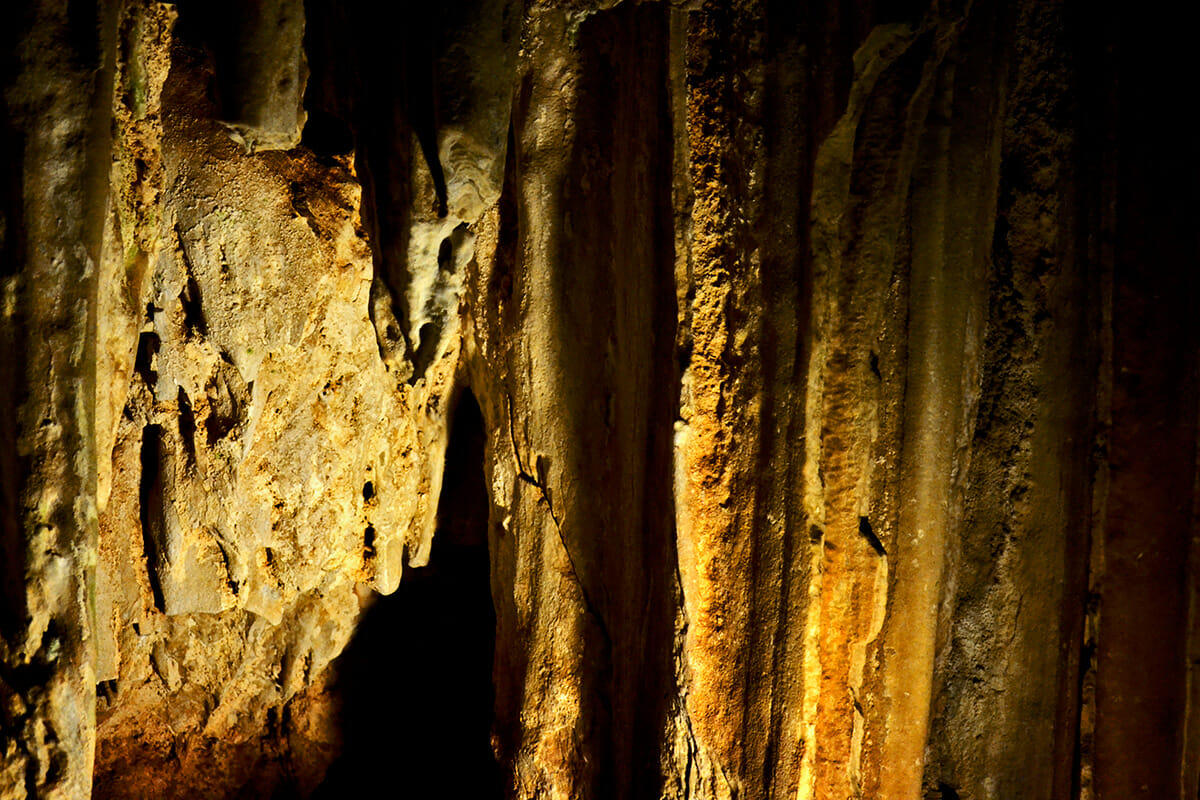 Detalle estalactitas cavidades interiores Cueva Nerja Málaga Andalucía